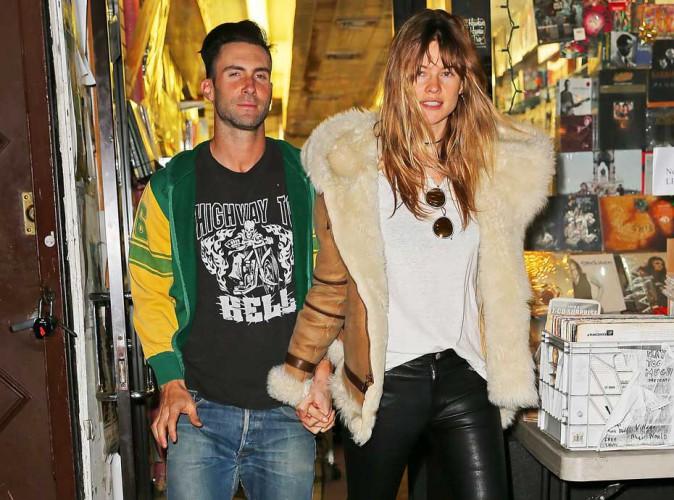 Adam Levine : il s'offre une virée shopping avec Behati Prinsloo entre deux concerts !