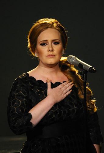 Adèle, opérée des cordes vocales en 2011