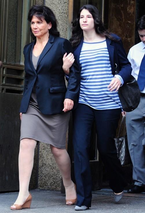 Anne Sinclair et Camille à la sortie du tribunal ...