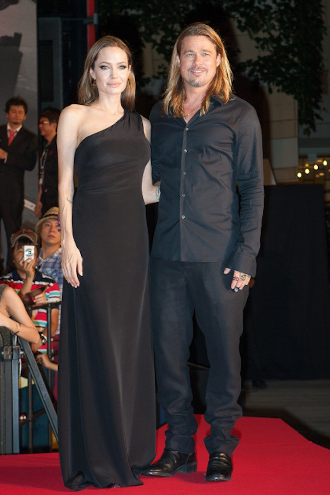Brad Pitt et Angelina Jolie, sa compagne et mère de ses enfants, avec qui il avait trompé Jen avant de se séparer d'elle !