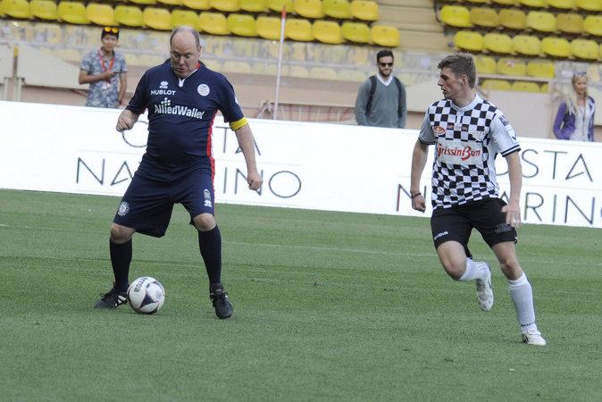 Photos : Albert de Monaco se réinvente joueur de foot !
