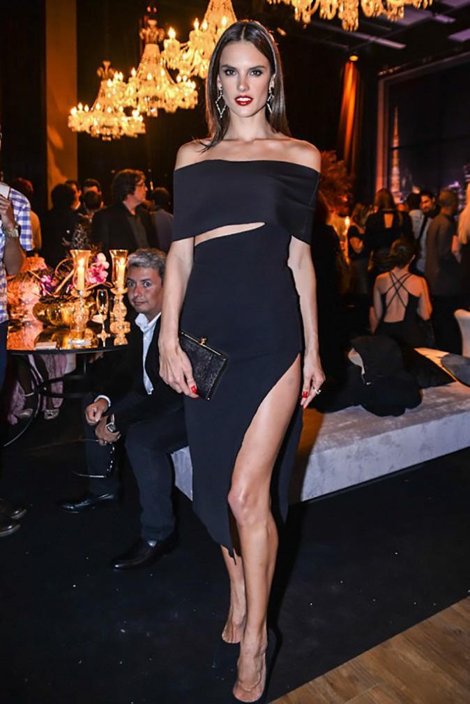 Photos : Alessandra Ambrosio : beauté fatale au Brésil avant faire le show à New-York !