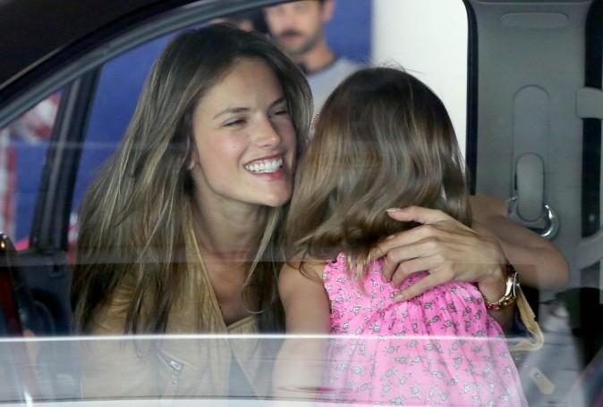 Alessandra Ambrosio de retour à Los Angeles, le 30 mai 2013.