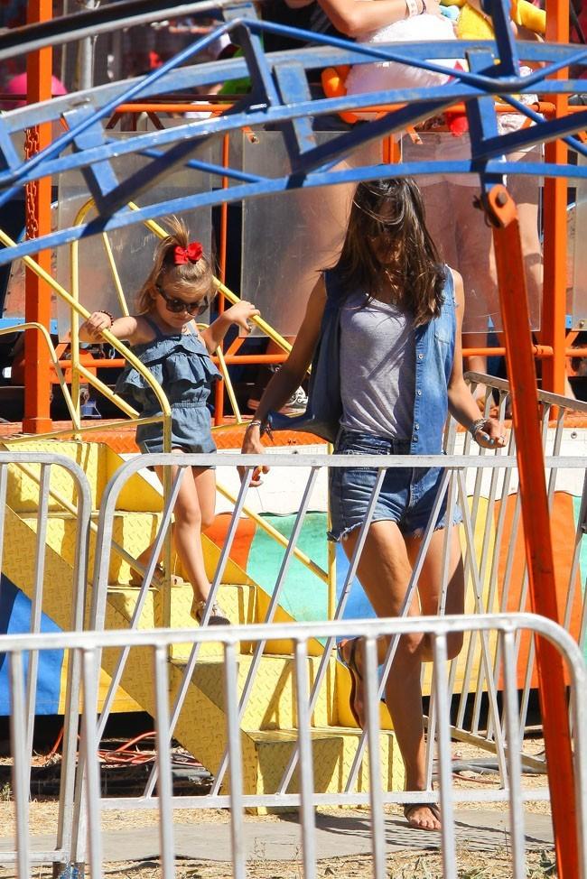 Alessandra Ambrosio le 2 septembre 2012 à Malibu
