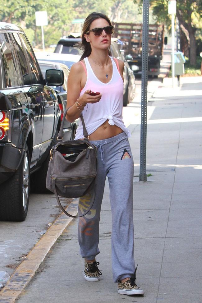 Alessandra Ambrosio à Los Angeles le 21 octobre 2013