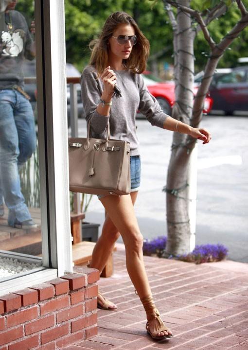 Alessandra Ambrosio à Los Angeles, le 7 avril 2011.