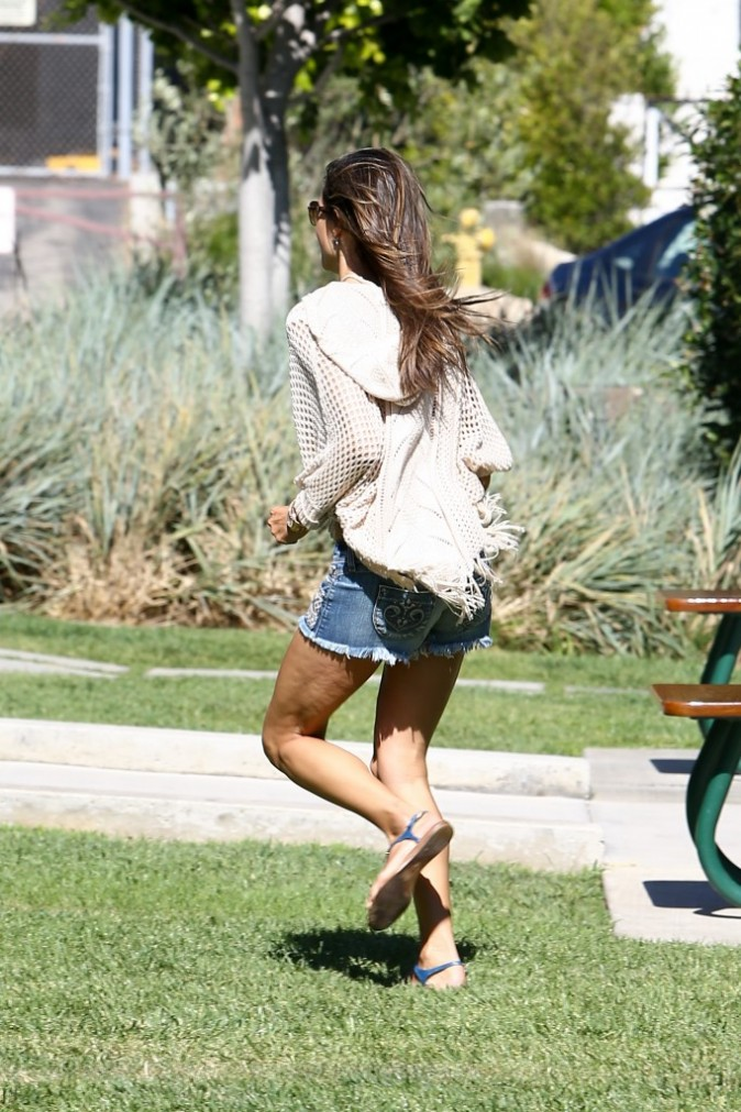 Alessandra Ambrosio le 25 juillet 2012 à Malibu