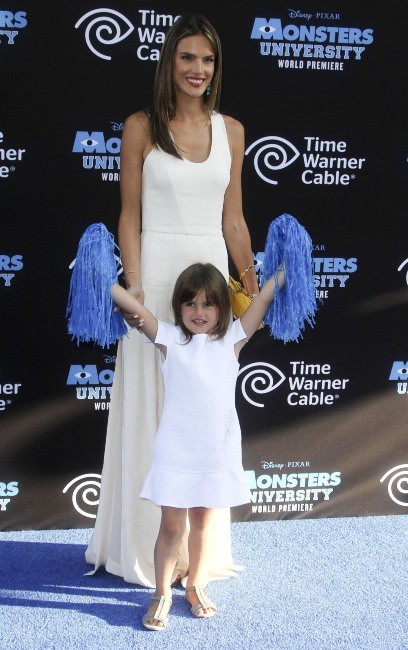 Alessandra Ambrosio et sa fille Anja le 17 juin 2013 à Los Angeles