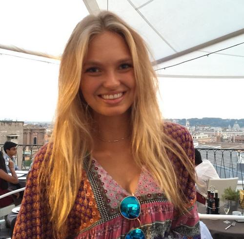 Romee Strijd à Rome pour la campagne Victoria's Secret Holidays 2015