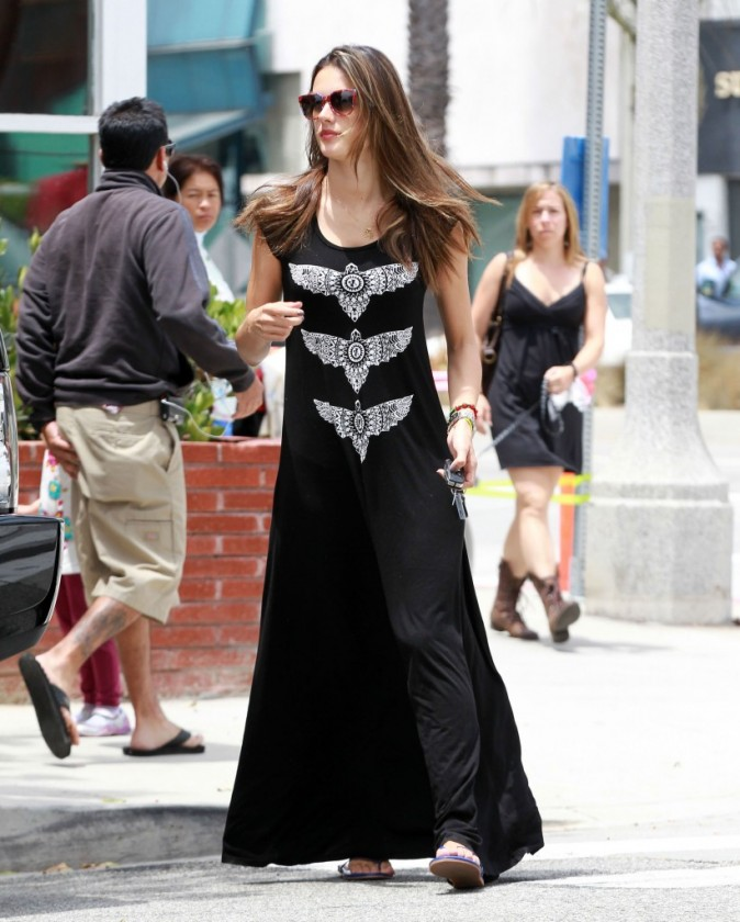 Alessandra Ambrosio à Santa Monica, le 21 juin 2012.