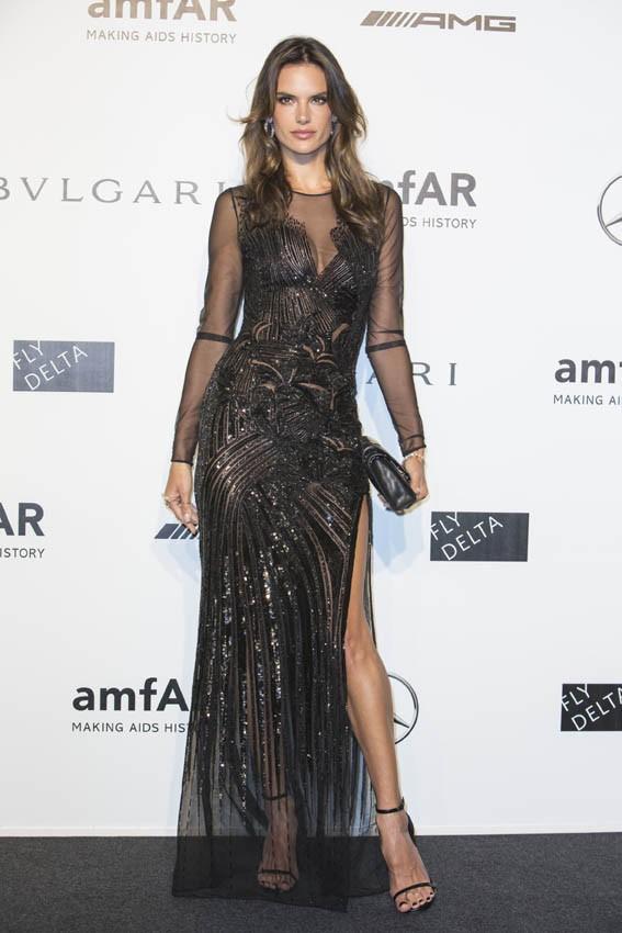 Alessandra Ambrosio au gala de l'AmfAR organisé à Milan le 20 septembre 2014