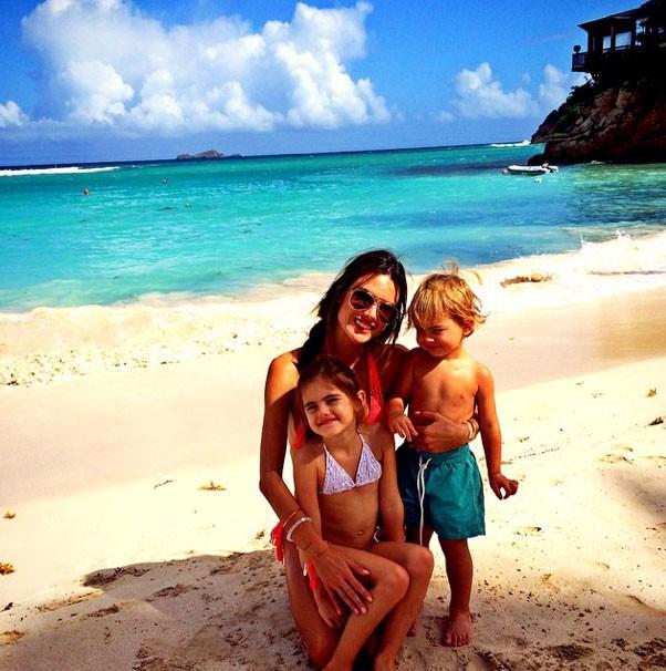 Alessandra Ambrosio et ses vacances en famille à Saint-Barthélémy
