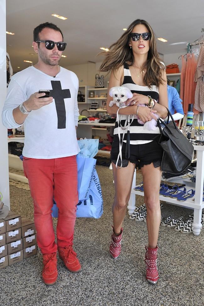 Alessandra Ambrosio le 19 juillet 2012 à Los Angeles