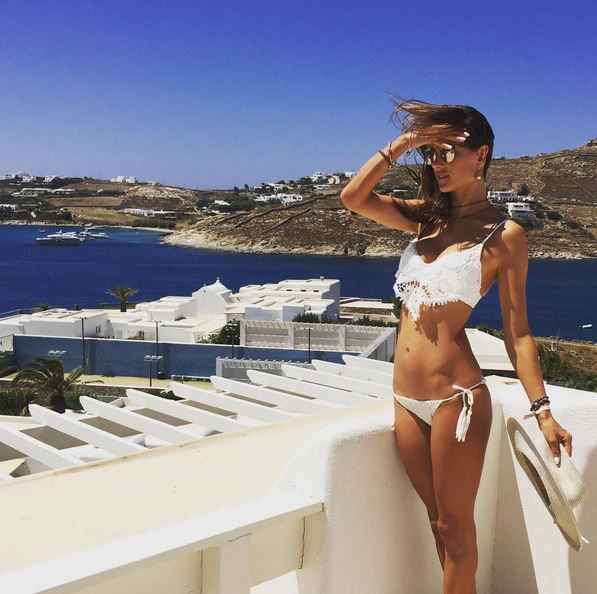 Alessandra Ambrosio en vacances en Grèce