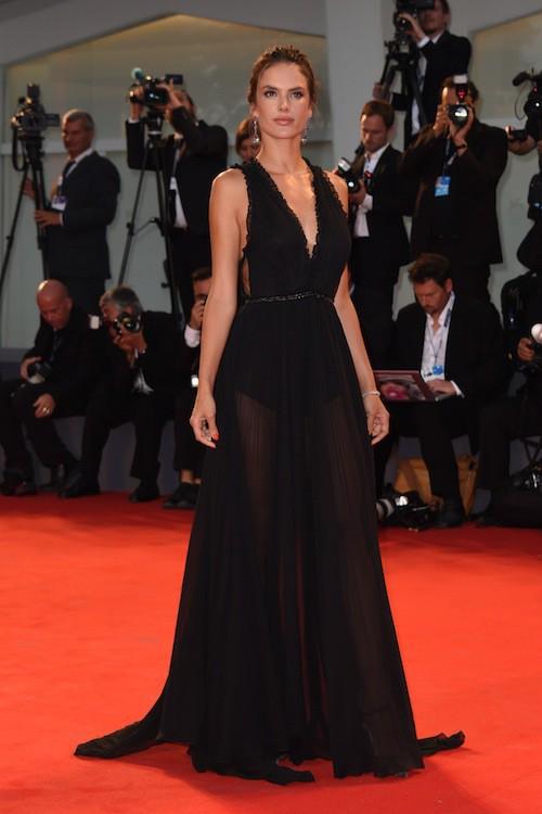 Photos : Alessandra Ambrosio, transcendante à la Mostra de Venise !