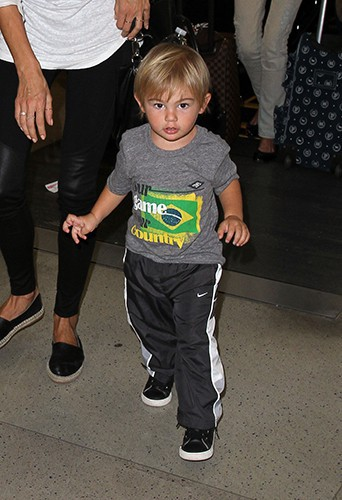 Le petit Noah à l'aéroport de Los Angeles le 24 juillet 2014