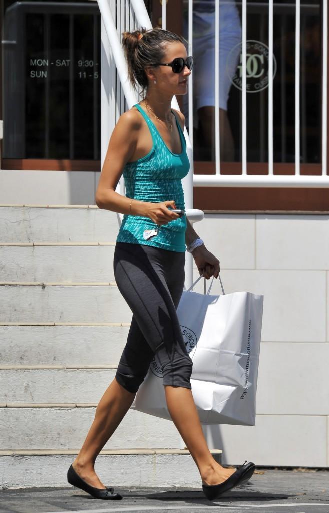 Alessandra Ambrosio, Santa Monica, 24 aout 2012.