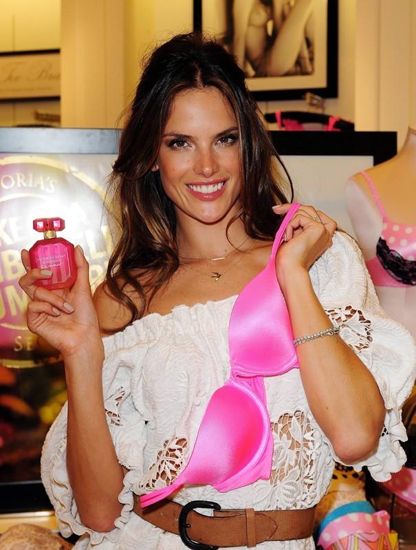Parfum, soutien-gorge, avec Alessandra c'est au choix !