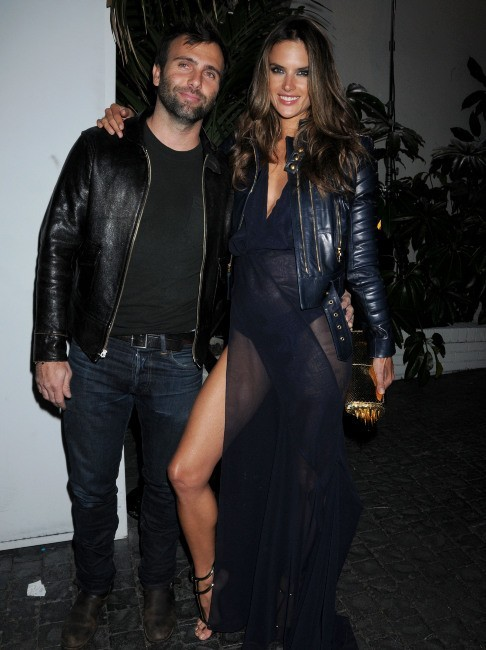 Alessandra Ambrosio et son mari le 10 février 2013 à Los Angeles