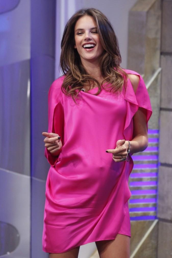 Alessandra Ambrosio sur le plateau de l'émission El Hormihuero à Madrid, le 5 mars 2012.