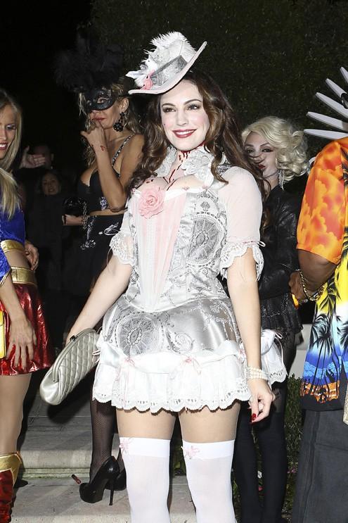 Kelly Brook et son mari Mike Comrie à une soirée d'Halloween organisée à Beverly Hills le 25 octobre 2013