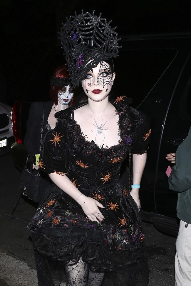 Michelle Trachtenberg à une soirée d'Halloween organisée à Beverly Hills le 25 octobre 2013