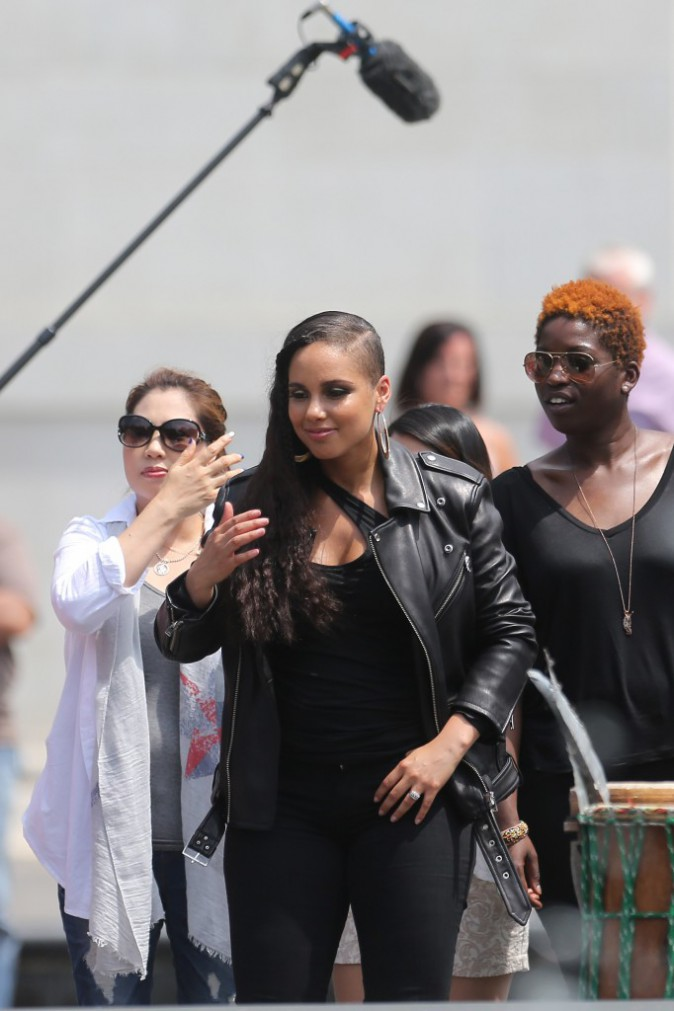 Photos : Alicia Keys a cédé à la coupe undercut... un peu tard ?