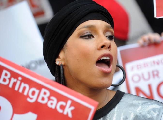 """Alicia Keys : dans la rue avec Swizz Beatz, elle apporte un soutien actif au mouvement """"Bring Back Our Girls"""" !"""