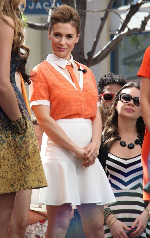 """Alyssa Milano en promo pour sa nouvelle série """"Mistresses"""" à Hollywood, le 14 mai 2013."""