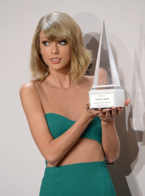 Photos : AMA's 2014 : Taylor Swift : divine pour recevoir un prix bien spécial !
