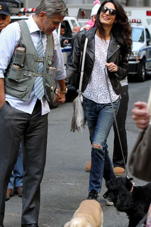 Amal Clooney retrouve George Clooney sur le tournage de son nouveau film à New-York le 12 avril 2015