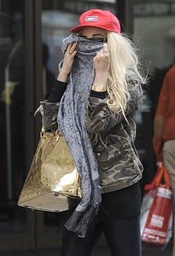 Amanda Bynes en pleine partie de cache-cache à New-York le 16 avril