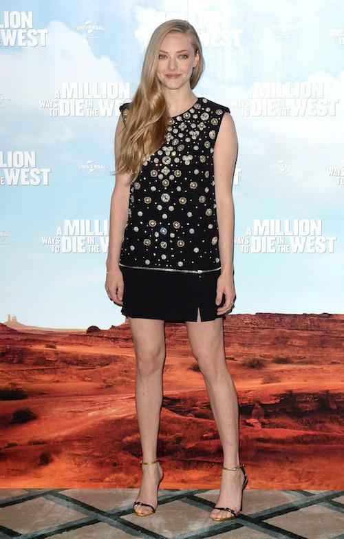 Photos : Amanda Seyfried et Charlize Theron : qui porte le mieux la petite robe noire ?