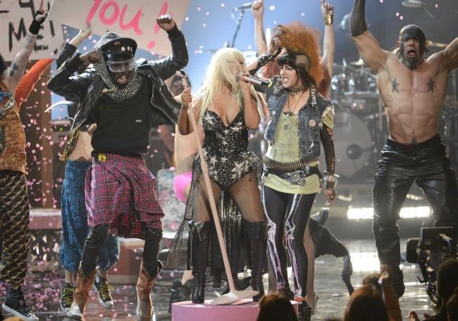 Christina Aguilera sur la scène des American Music Awards 2012 à Los Angeles, le 18 novembre 2012.