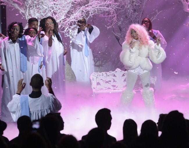 Nicki Minaj sur la scène des American Music Awards 2012 à Los Angeles, le 18 novembre 2012.