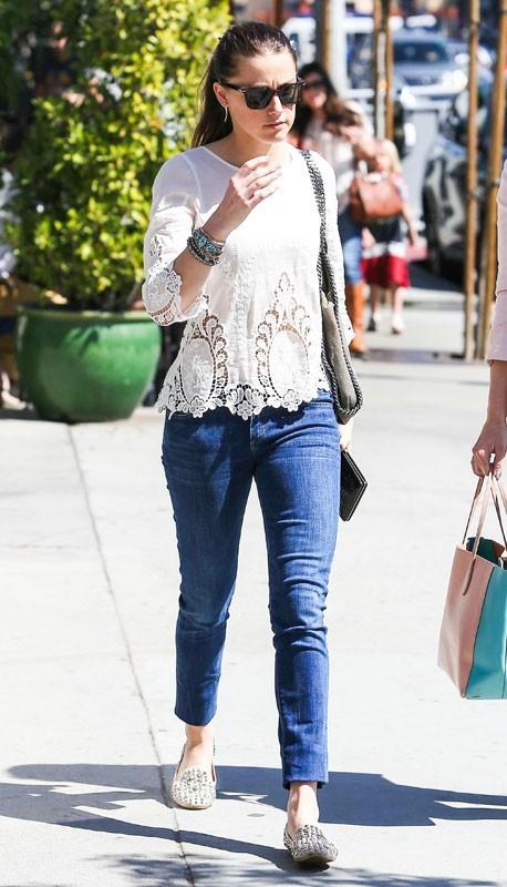 Amber Heard essaie de passer incognito dans les rues de Los Angeles