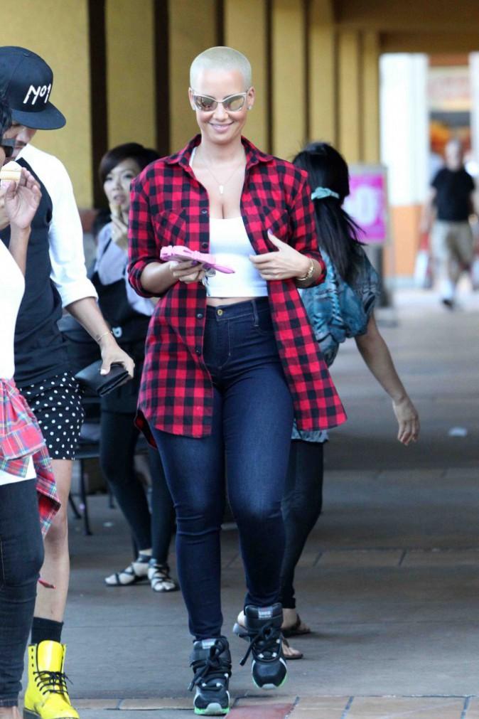 Amber Rose : elle aurait quitté Wiz Khalifa après l'avoir trouvé au lit avec deux sœurs jumelles !