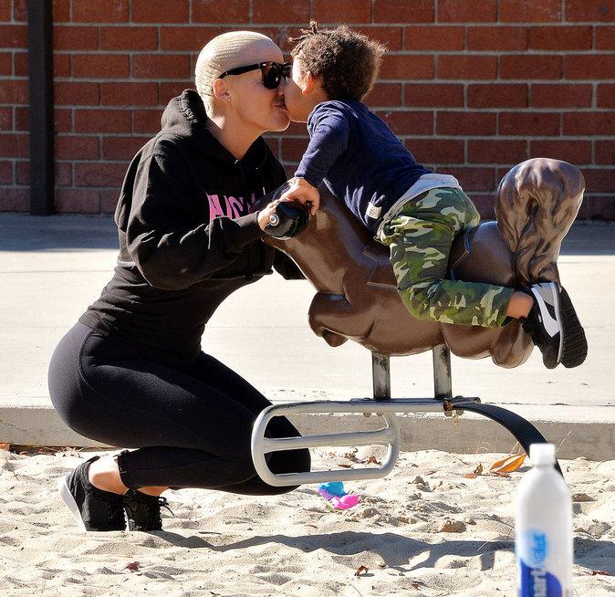 Photos : Amber Rose et Wiz Khalifa aux anges avec Sebastian : c'est reparti pour un tour ?