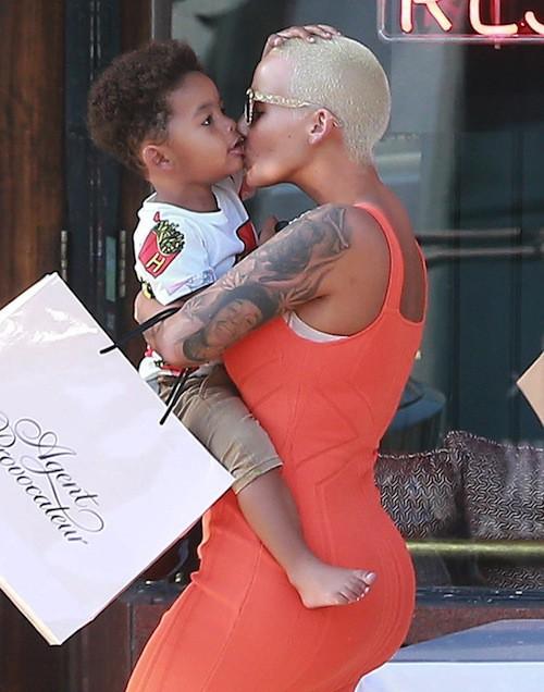 Photos : Amber Rose gaga de son fils… Et de son nouveau mec ?