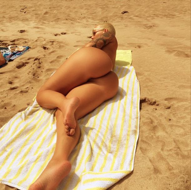 Photos : Amber Rose : un string et rien d'autre !