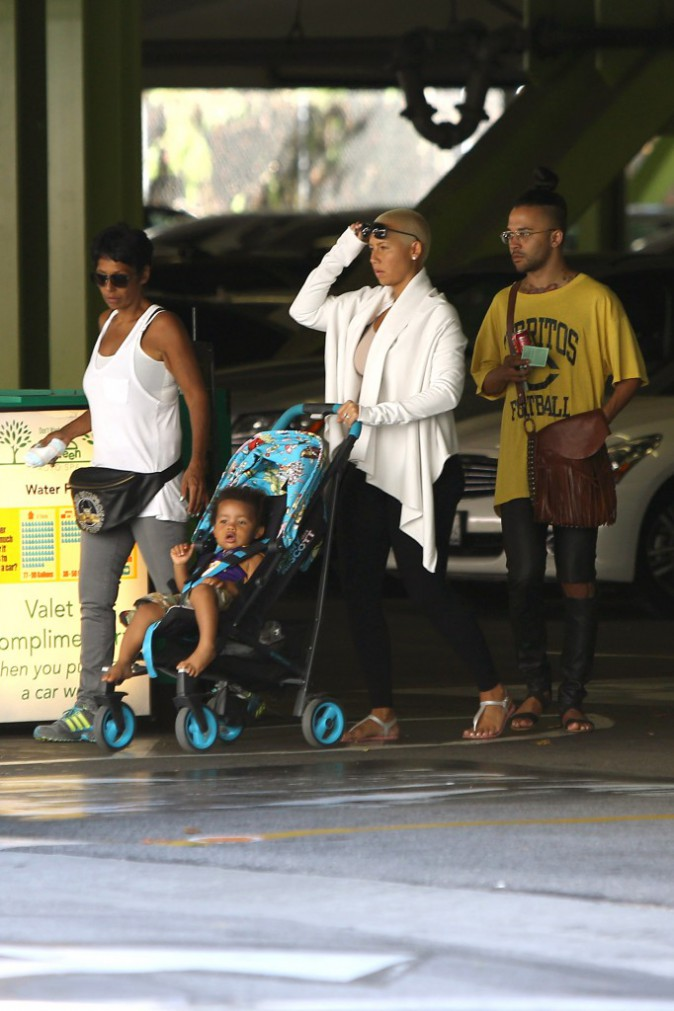 Photos : Amber Rose : virée shopping avec son petit Sebastian !