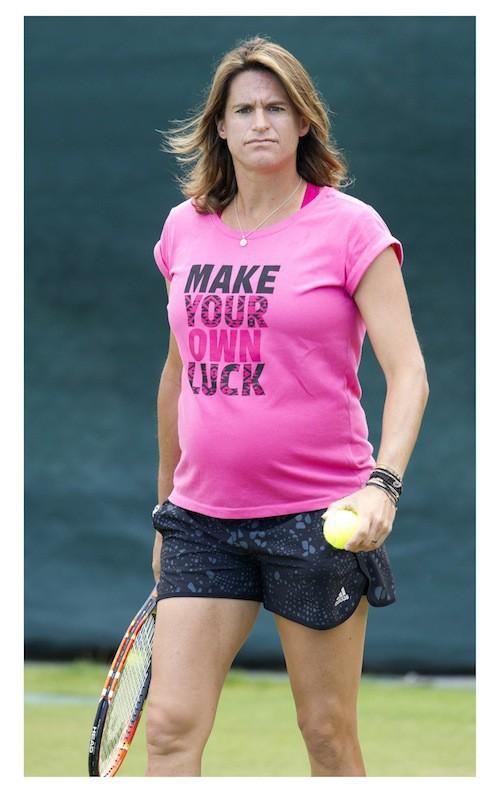 Photos : Amélie Mauresmo enceinte : les derniers efforts avant l'arrivée de son bébé !