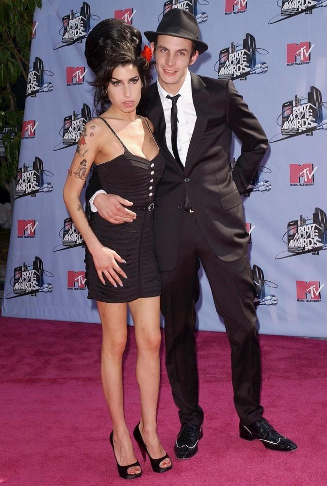 Photos : Amy Winehouse épouse Blake Fielder en 2007. Le couple divorcera 2 ans plus tard.