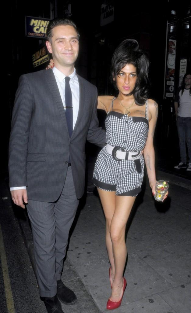 Photos : avant de décéder, la chanteuse était en couple avec le réalisateur Reg Traviss