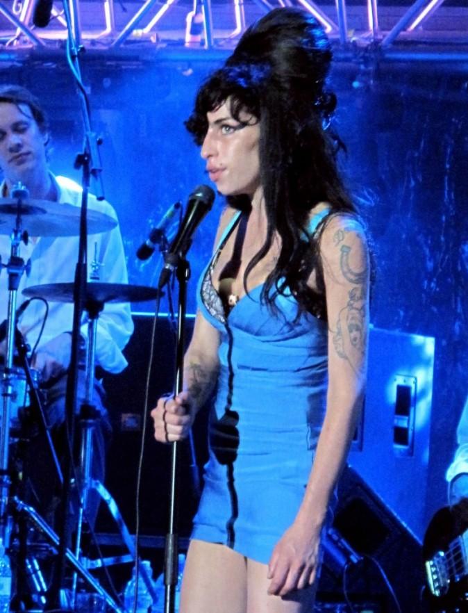 En 2009 Amy doit annuler plusieurs concerts...