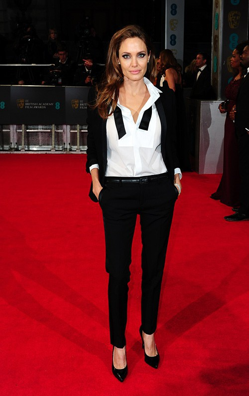 Angelina Jolie, version originale sur le tapis rouge des BAFTA !