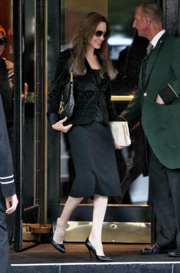 Pendant le tournage de Brad Pitt, elle s'occupe comme elle peut !