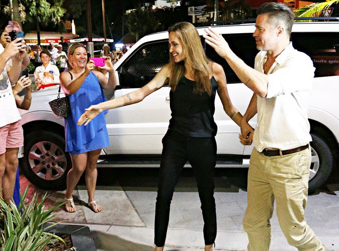 Angelina Jolie et Brad Pitt : ils s'offrent un bon bain de foule avant d'aller dîner en amoureux !