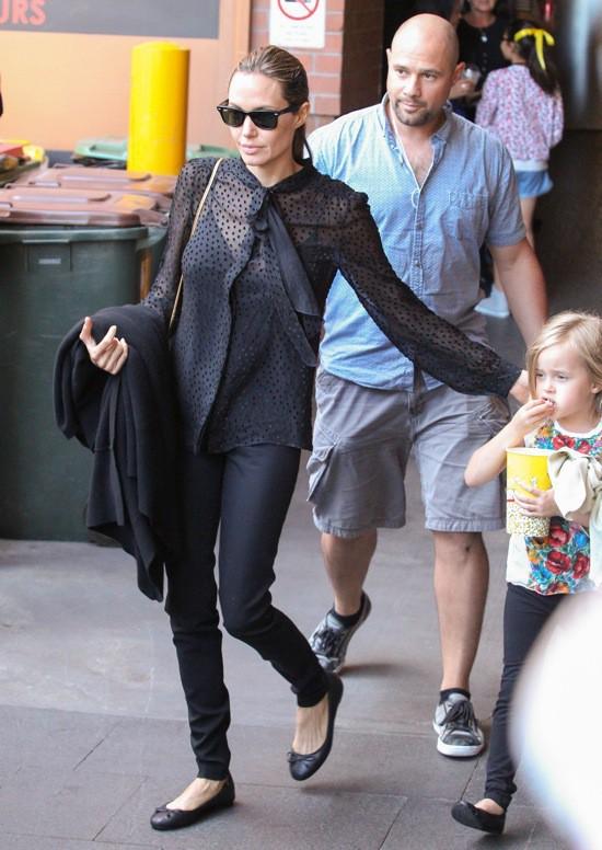 Photos : Angelina Jolie : jamais sans sa petite tribu, la star s'affiche toujours plus mince...
