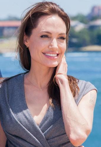 "Photos : Angelina Jolie : la promo de ""Unbroken"" continue, sans Brad Pitt !"
